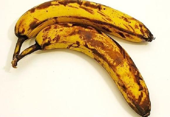 냉장고 속 바나나가 더 빨리 검어지는 이유는 뭔가요?