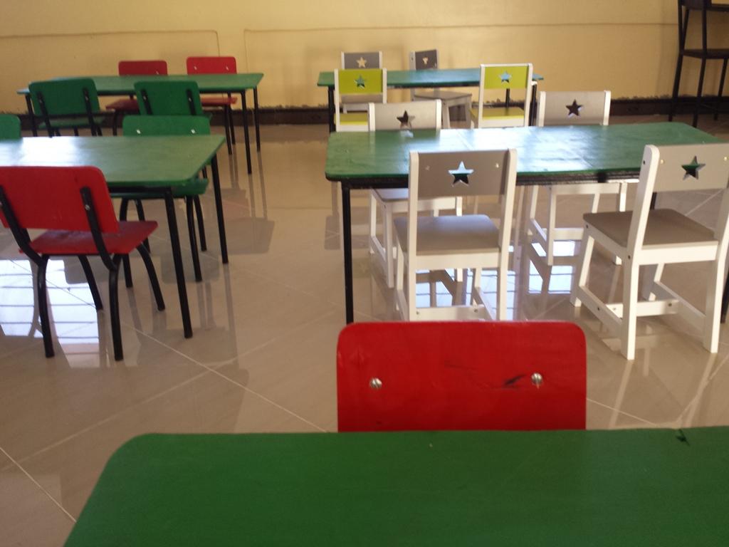 [탄자니아] 책상 만들기 마무리