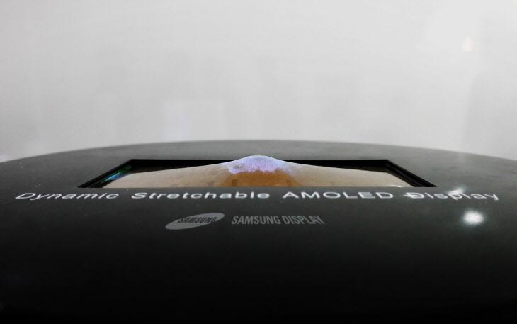 삼성디스플레이 SID 2017의 외계인 고문 선보여..