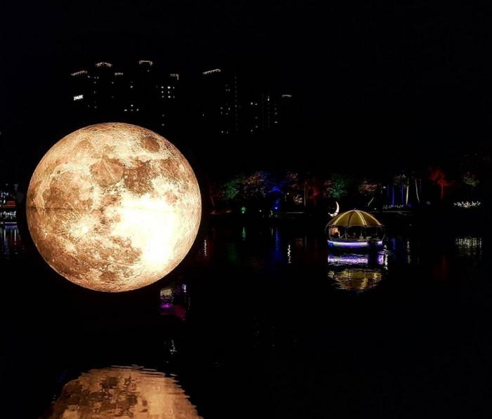 호수위에 달 - 창원 용지 호수공원