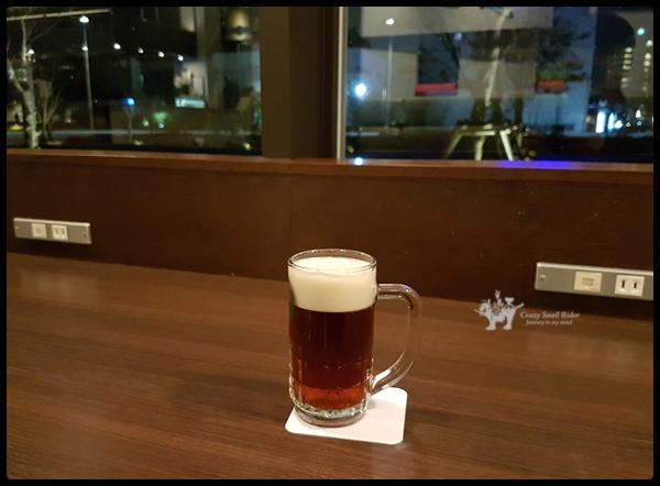 도쿄에 도착한 첫날의 저녁 식사는 호텔의 카페에서