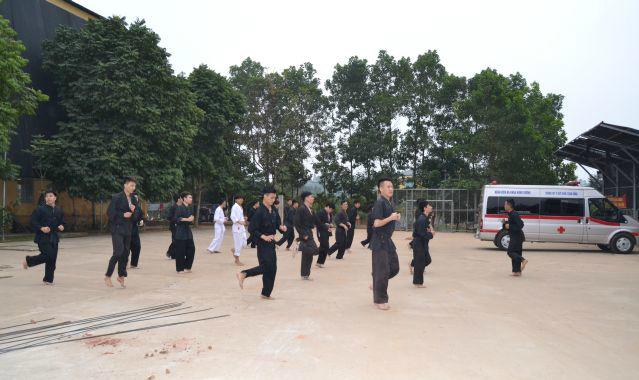 무술훈련을 받는 의사들 / 베트남