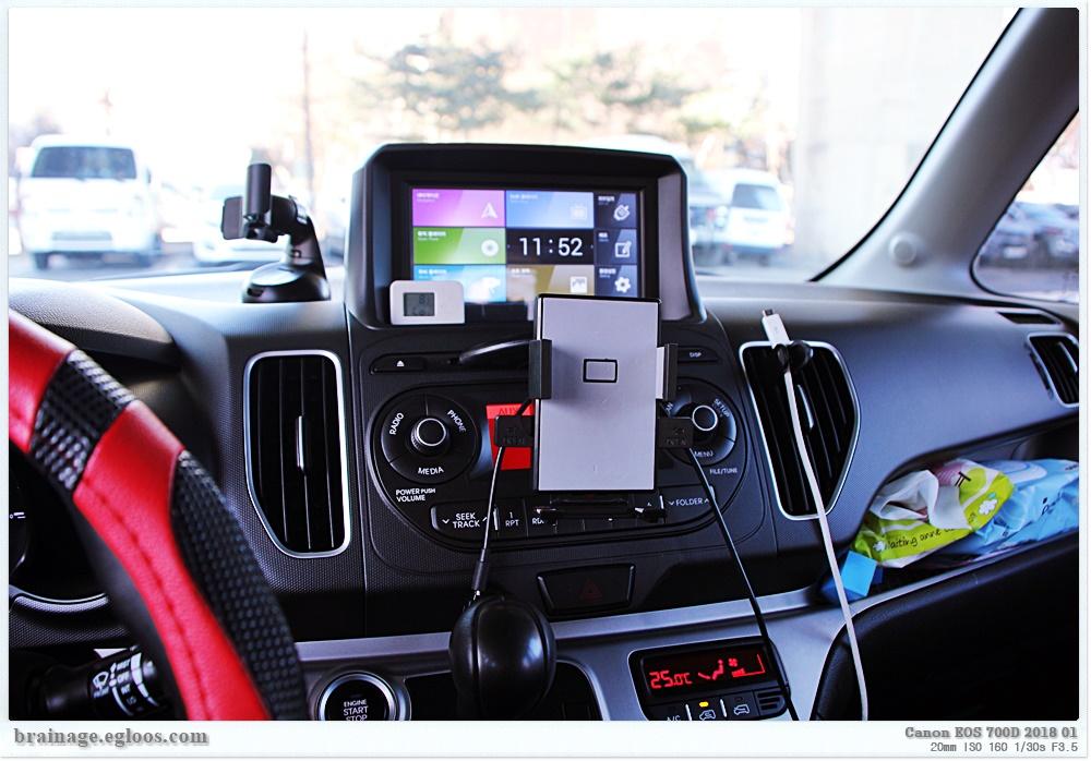 자동차용 스마트폰 거치대 - 다이소 제품도 쓸만..