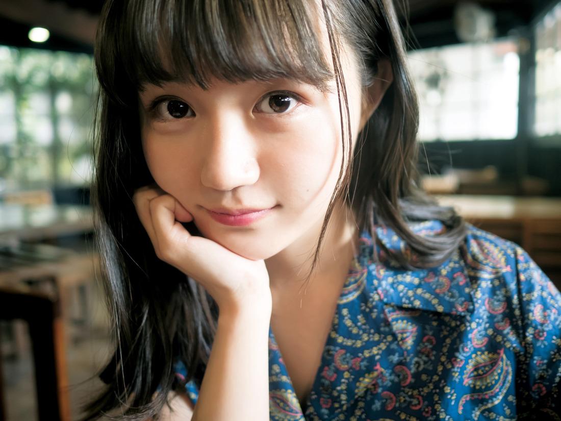 성우 오자키 유카의 사진이 '주간 영점프'에 게재된..