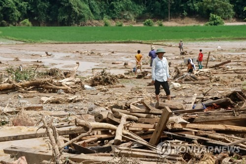중국과 베트남은 폭우, 우리와 일본은 폭염으로 피..