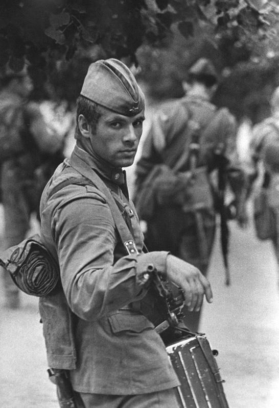 미남 소련군 (?)