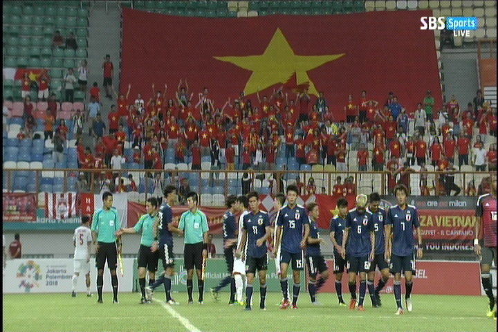 2018 팔렘방 아시안게임 축구, 베트남이 일본에 1-..