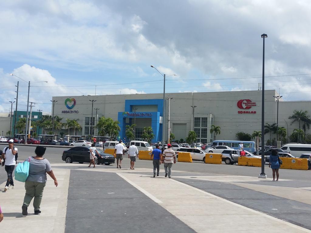 [도미니카공화국] 전철 2호선 종점의 Mega Centro