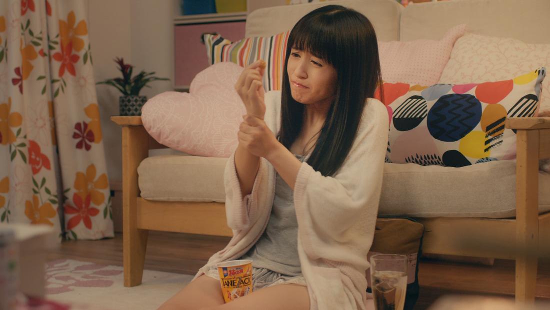성우 아이다 리카코가 출연하는 과자 광고 영상 및 ..