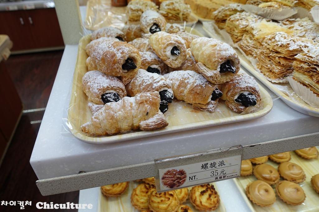 아무리 오래되고 유명한 빵집이라도 파리 벌레가 빵..