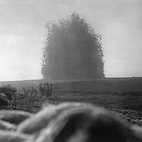 세실 루이스 소위가 목격한 록나가 지하폭탄의 모습