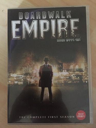 """""""보드워크 엠파이어"""" 시즌 1 DVD를 샀습니다."""