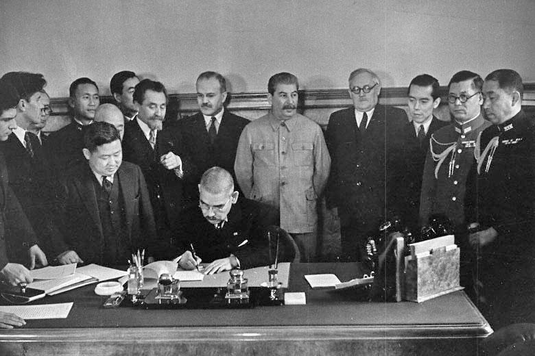 독일,일본,소련 3각관계의 드라마?