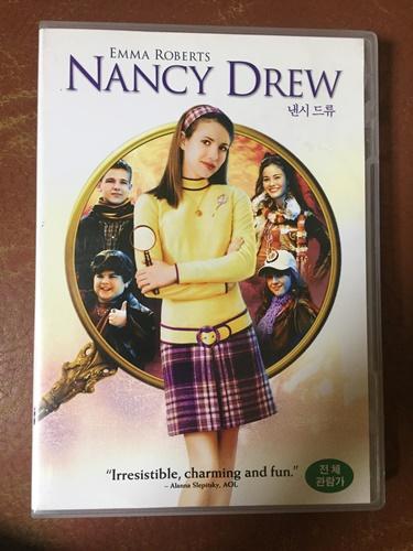 """""""낸시 드류"""" DVD를 샀습니다."""