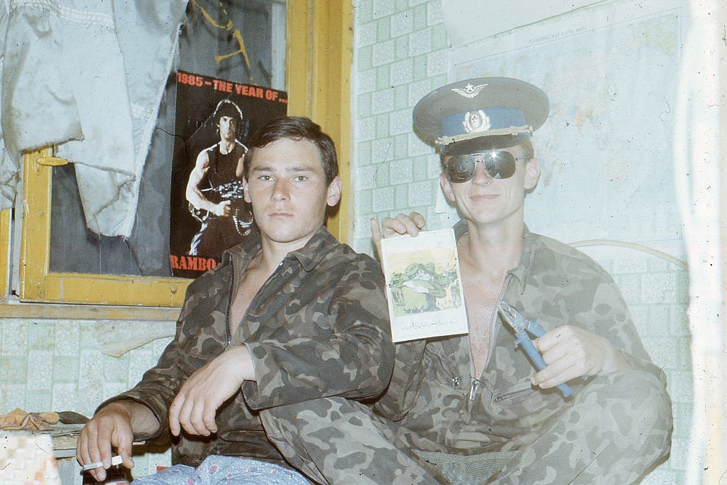 아프간 파병 소련군의 일상사진 중.