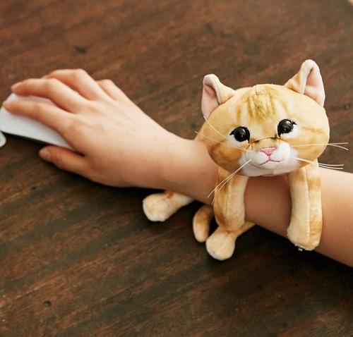 당신 손목 위의 고양이, 손목 보호대