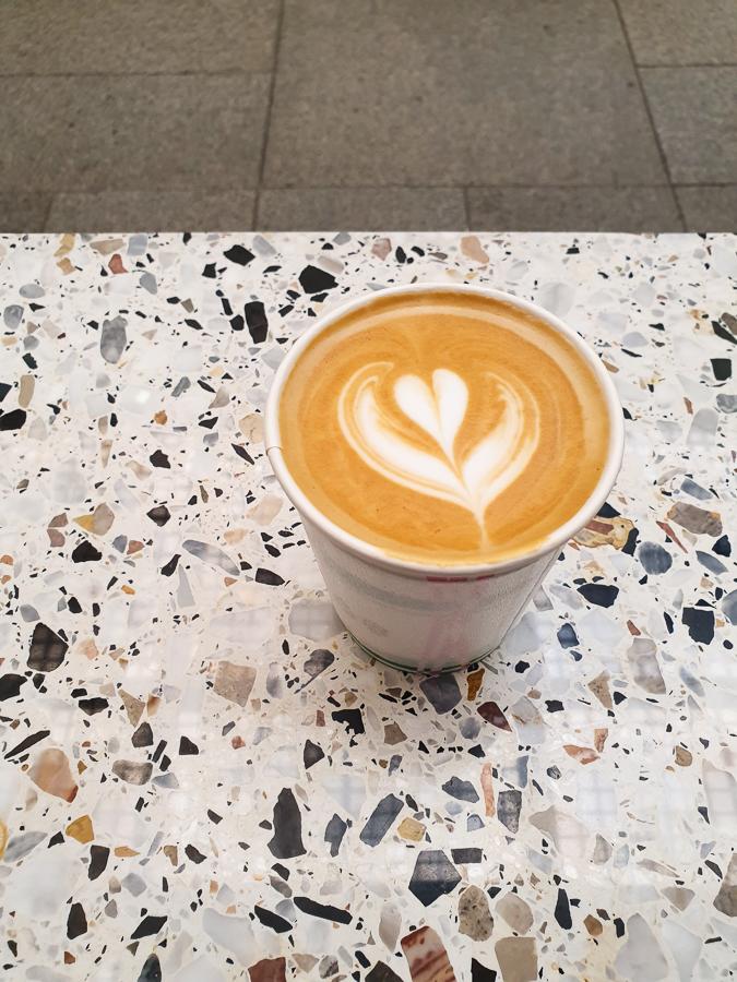 <펠트커피 / 광화문 디타워>- 엣지있는 공간의 커피집
