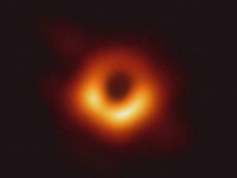 최초의 블랙홀 사진
